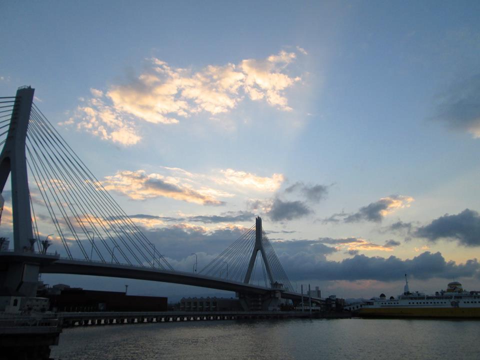 Das Zusammenspiel architektonischer und Lichtlinien, Aomori